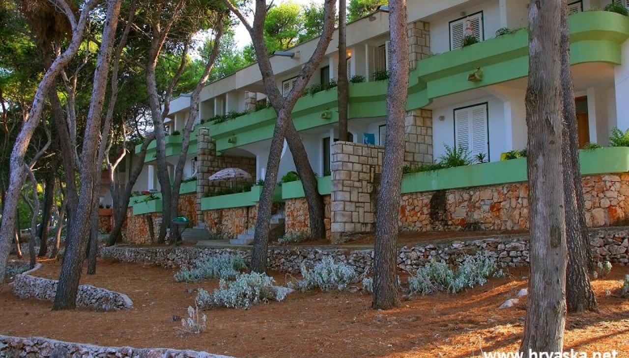 Apartments Jelsa - Resort Fontana